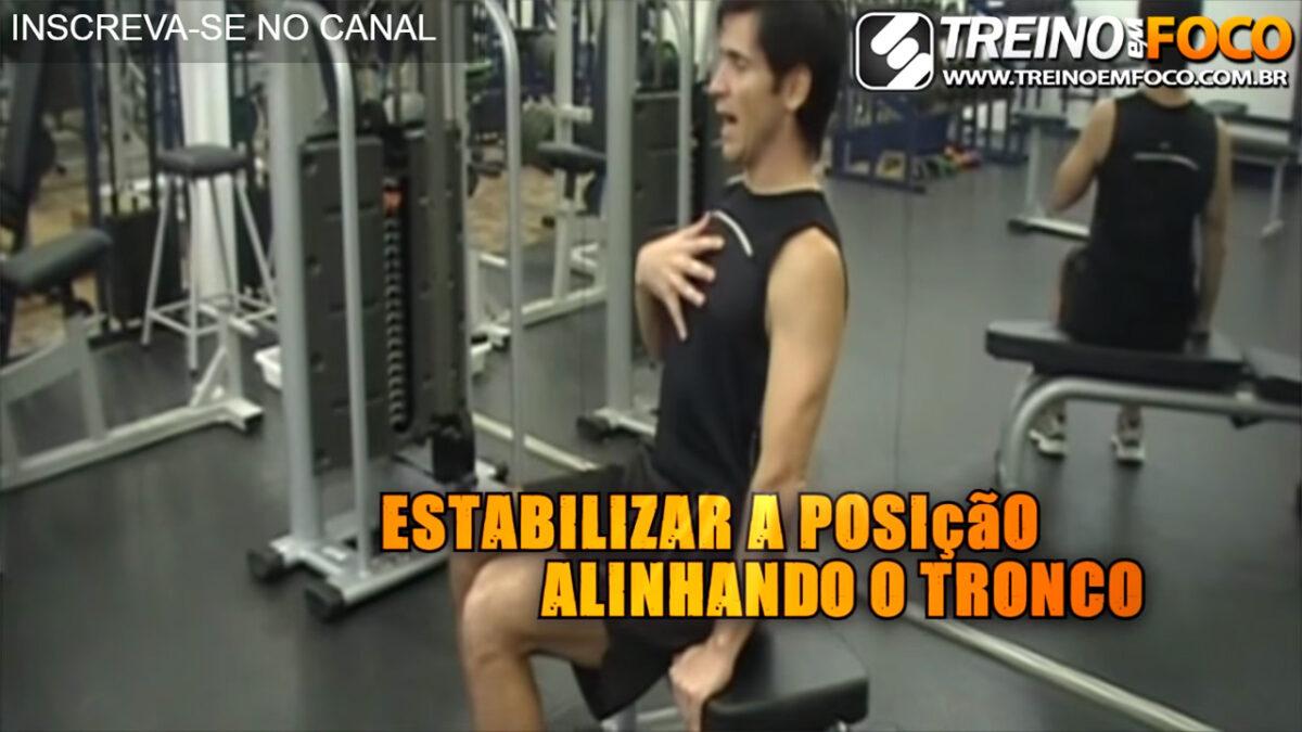 abdominal_no_banco_treino_em_foco