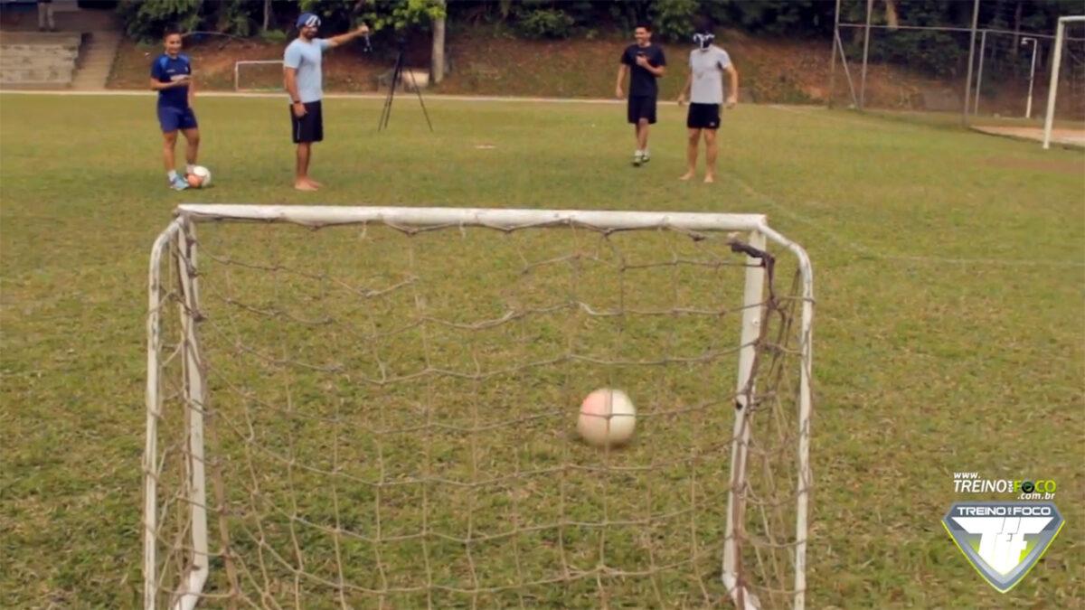desafio_treino_em_foco_chute_cego_atividades_físicas_lúdicas_