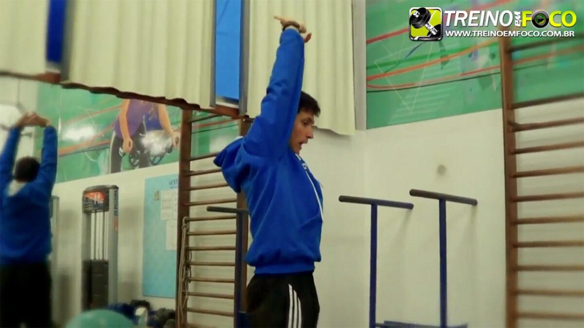 treino_em_foco_alongamento_musculos_abdominais_flexionamento
