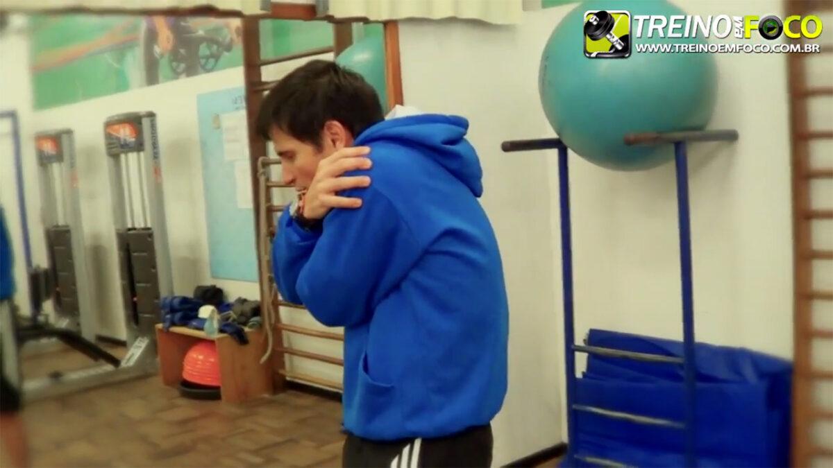 treino_em_foco_exercicios_alongamento_romboides_trapezio_