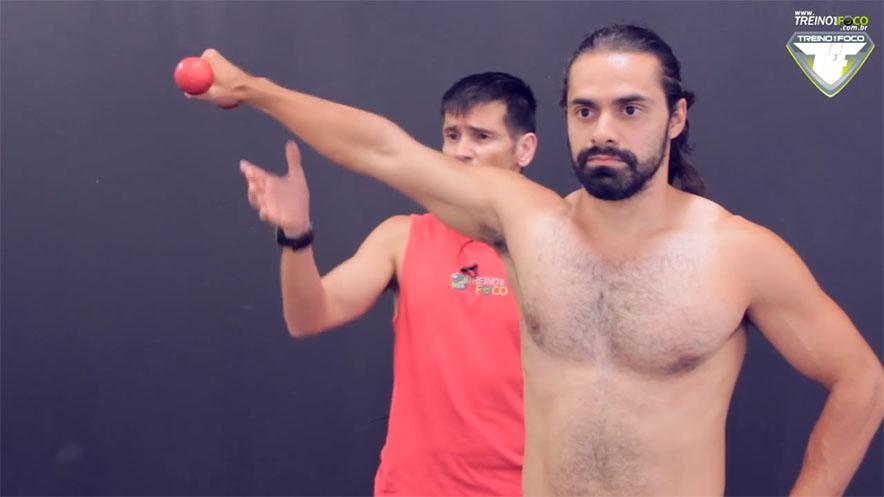 treino_em_foco_elevação_frontal_músculos_acionados