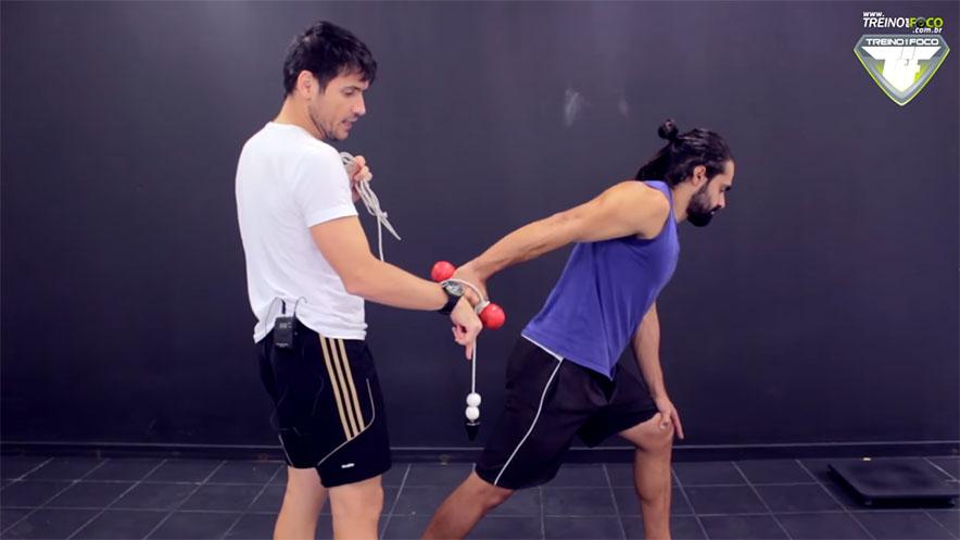 treino_em_foco_exercício_tríceps_braquial_coice