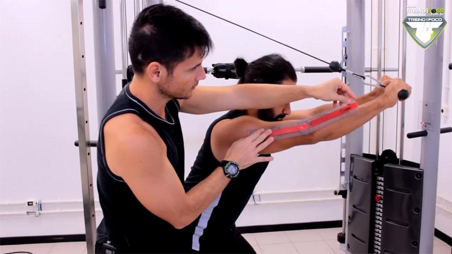 tríceps_de_costas_para_polia_músculos_envolvidos