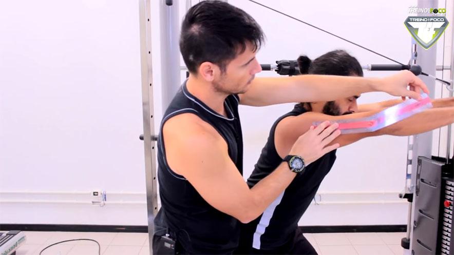 tríceps_polia_de_costas_treino_em_foco